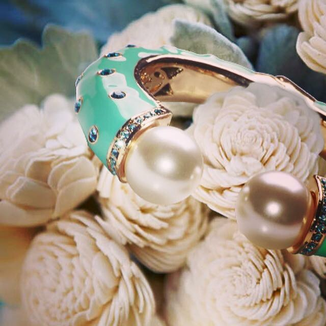 Amishi Turquoise bracelet with Pearls and Crystals - Sartorial Boutique and Gifts