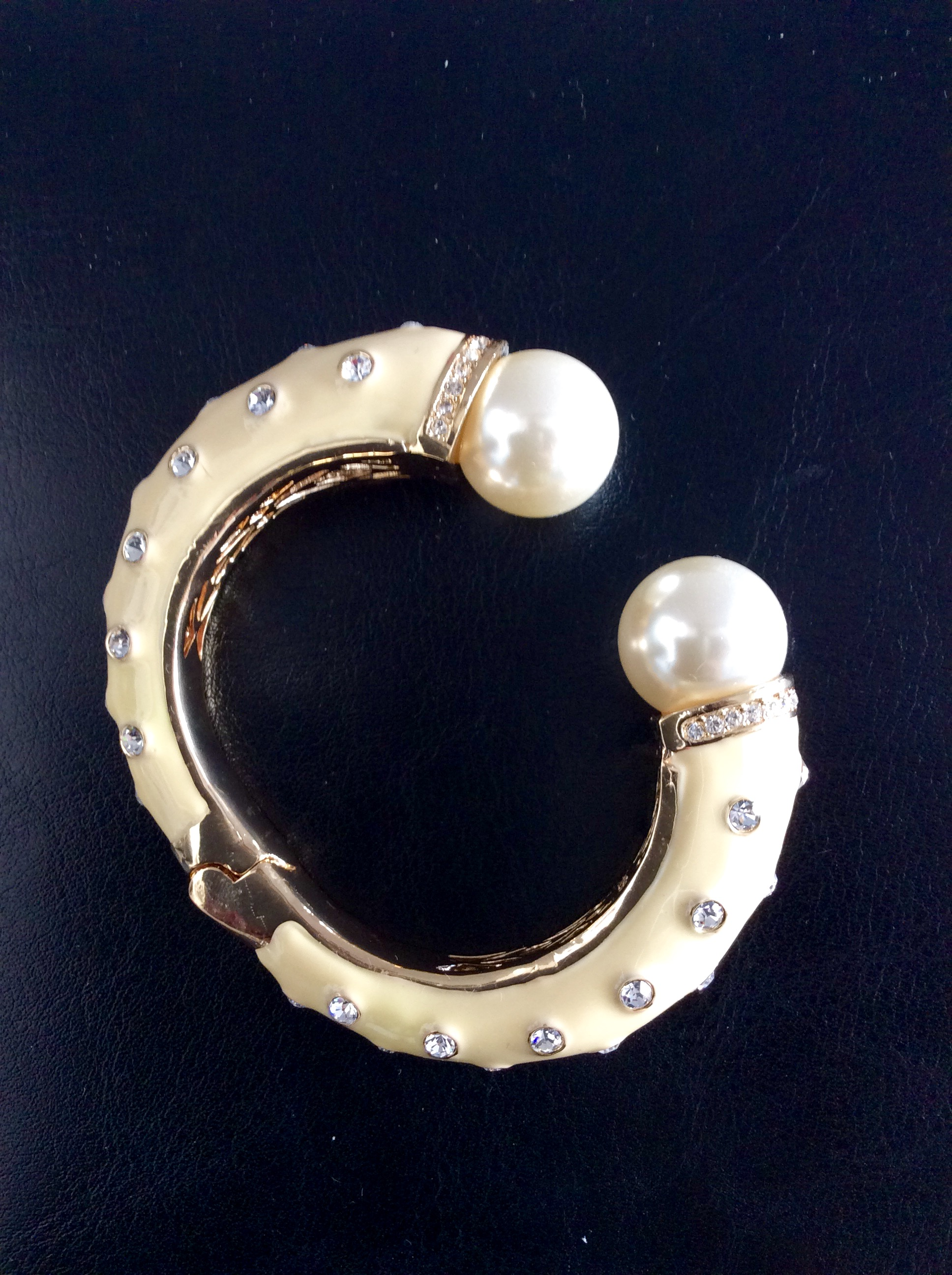 Amishi Yellow bracelet with Pearls and Crystals