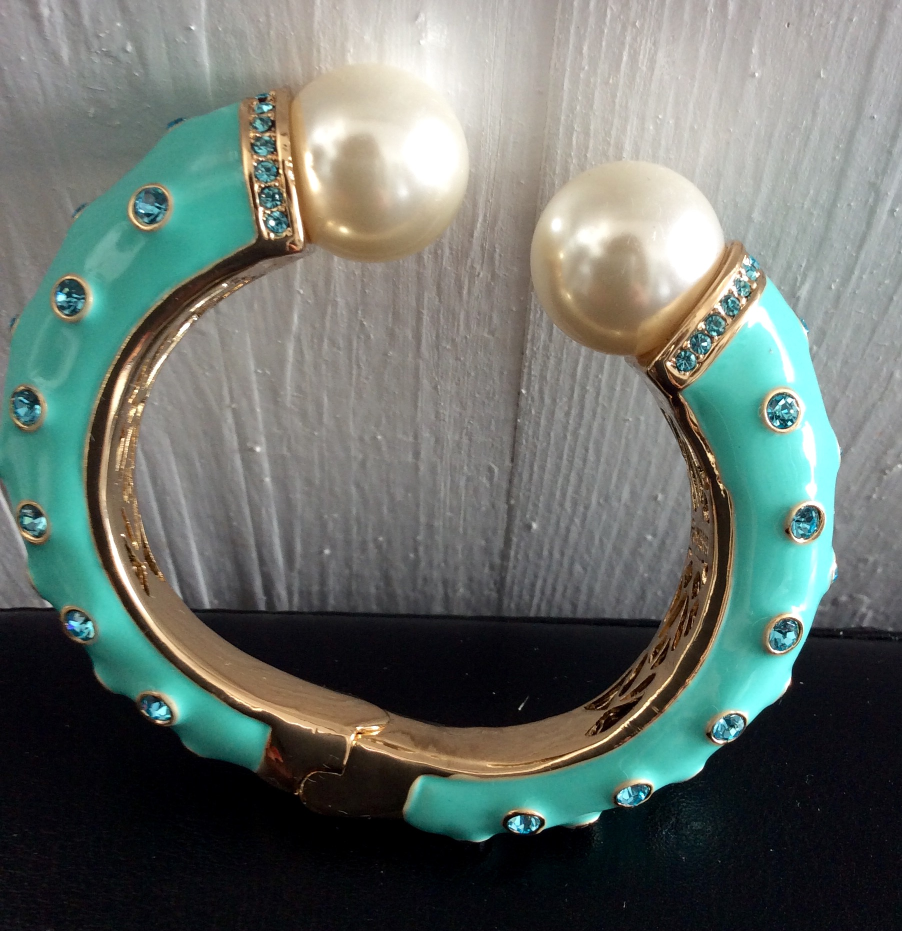 Amishi turquoise bracelet with Pearls and Crystals