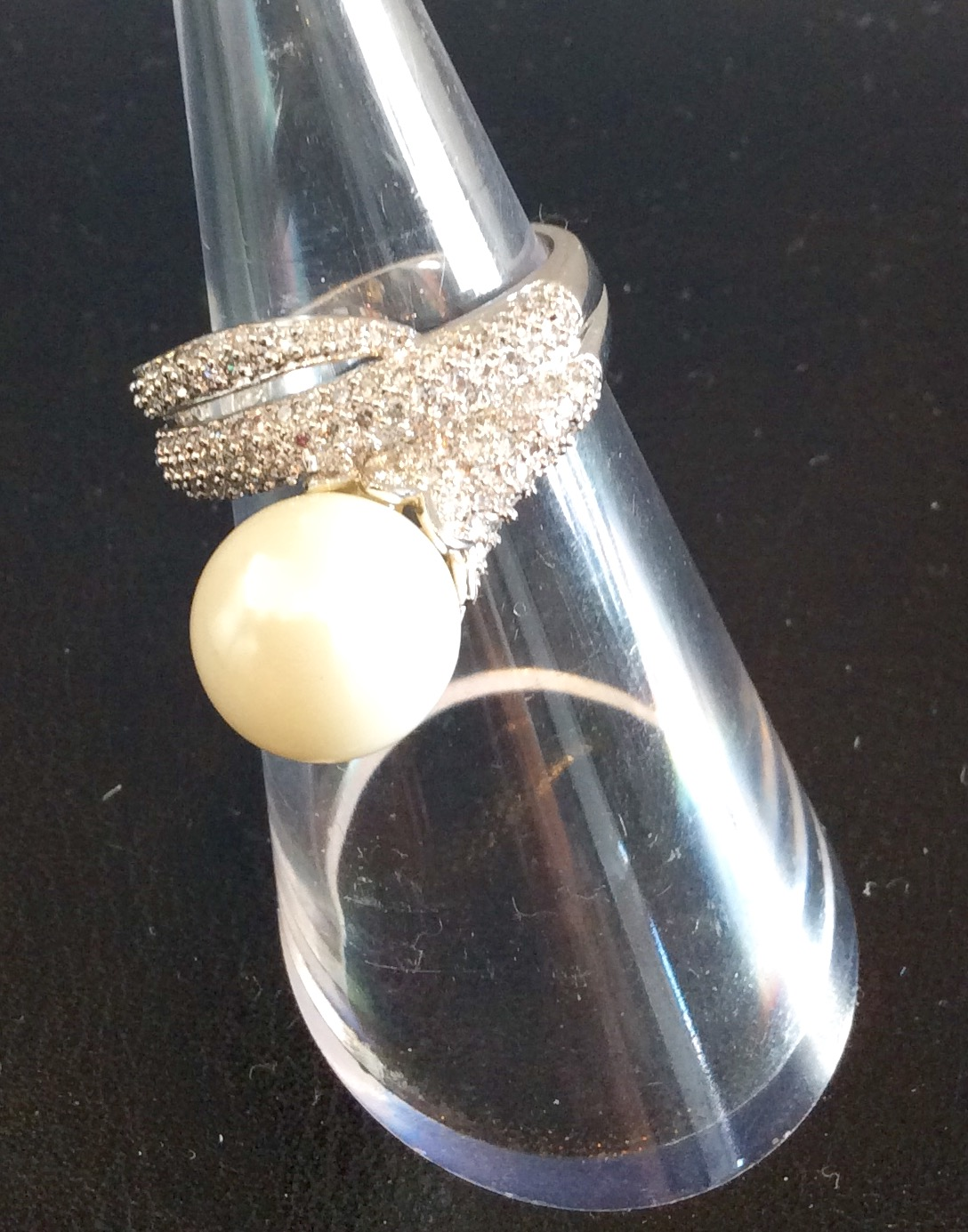 Amishi Luxury Silver plated ring with Crystal and Pearl setting