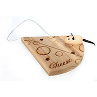 Small wooden cheese board with little mouse